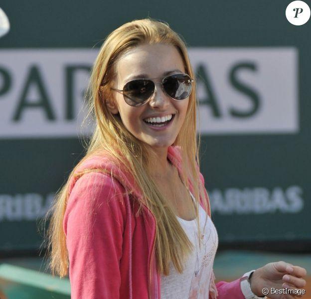Jelena Ristic, radieuse lors du match de son homme Novak Djokovic en huitième de finale du tournoi de Monte Carlo le 18 avril 2013