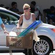 Britney Spears fait du shopping au magasin  Petsmart  de Calabasas, le 20 avril 2013.