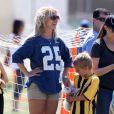 Britney Spears est allée soutenir ses fils, Sean et Jayden lors d'un match de football à Woodland Hills, le 21 avril 2013.