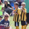 Britney Spears est allée soutenir ses fils, Sean et Jayden, à un match de football à Woodland Hills, le 21 avril 2013.
