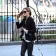 Fashionista dans l'âme, Olivia Palermo est sur son 31, même pour promener son chien. Le 22 avril 2013 à New York