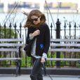 Olivia Palermo se la joue rock et masculine en promenant son chien dans les rues de New York. Le 22 avril 2013