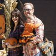 Ian Ziering en compagnie de sa femme Erin et de leur fille Mia, à Los Angeles, le 8 octobre 2011.