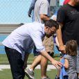 Après quelques courses réalisées au Farmer's Market de Brentwood, Jennifer Garner, Ben Affleck et leurs filles se sont rendus à l'école de Palisades où Seraphina et Violet ont participé à une compétition sportive le 28 avril 2013 à Los Angeles.