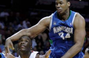 Jason Collins : Premier joueur NBA en activité à révéler son homosexualité