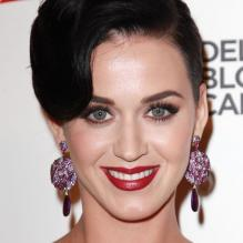 Katy Perry assiste au gala Delete Blood Cancer au Cipriani Wall Street. La chanteuse de 28 ans remettait à la créatrice Vera Wang le Delete Blood Cancer Award. New York, le 1er mai 2013.