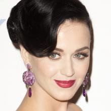 Katy Perry assiste au gala Delete Blood Cancer au Cipriani Wall Street. La chanteuse de 28 ans y remettait à la créatrice Vera Wang le Delete Blood Cancer Award pour son soutien dans la campagne Share the Love poussant au don de sang et moelle osseuse. New York, le 1er mai 2013.