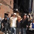 Mick Mars, Tommy Lee, Vince Neil et Nikki Sixx du groupe Mötley Crüe arrivent à l'enregistrement de l'émission  The Late Show With David Letterman  au Ed Sullivan Theater de New York, le 25 juin 2008.