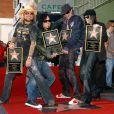 Les membres du groupe de metal Mötley Crüe reçoivent leur étoile sur le Hollywood Walk of Fame, à Los Angeles, le 25 janvier 2006.