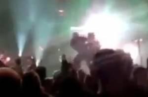Mick Mars : Le papy rockeur de Mötley Crüe renversé sur scène par un fan déjanté