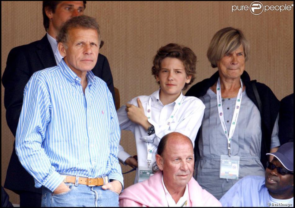 Patrick Poivre d'Arvor avec son fils François et son épouse Véronique au Tournoi de Monte-Carlo, le 26 avril 2008.