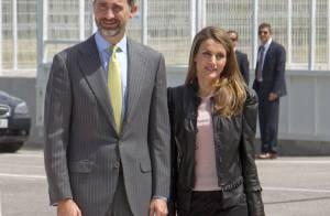 Princesse Letizia : Petit cuir et petite jupe à Séville pour une sainte journée