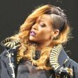 Rihanna, ultra sexy en Givenchy par Riccardo Tisci sur la scène du Barclays Center. Brooklyn, le 7 mai 2013.