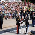 Le prince Harry au cimetière national américain d'Arlington en Virginie, le 10 mai 2013 au cours de sa visite officielle aux Etats-Unis, où il s'est recueilli notamment sur la tombe du soldat inconnu et celle de John F. Kennedy.