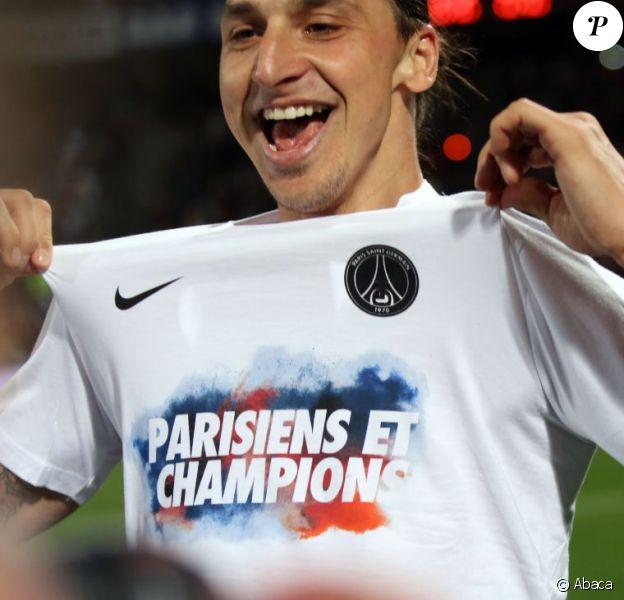 Zlatan Ibrahimovic jubilait après le titre de champion de France acquis par le PSG après sa victoire 1-0 sur la pelouse de l'Olympique Lyonnais, le 12 mai 2013 à Lyon