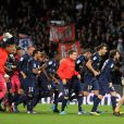 L'équipe du PSG se précipite vers la tribune où avaient pris place ses supporters pour célébrer son titre de champion de France acquis après sa victoire 1-0 sur la pelouse de l'Olympique Lyonnais, le 12 mai 2013 à Lyon