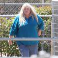 Debbie Rowe passe le jour de la Fête des mères seule dans un centre équestre à Palmdale, le 12 mai 2013.