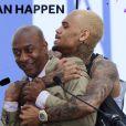 Chris Brown et Stephen G. Hill lors de la conférence de presse des BET Awards à l'Icon LA Ultra Lounge. Los Angeles, le 14 mai 2013.