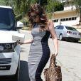 Khloé Kardashian devant la maison de sa soeur Kim Kardashian à Los Angeles, 15 mai 2013.