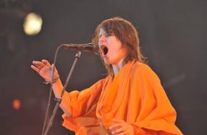 PHOTOS : La chanteuse Camille version moine bouddhiste !