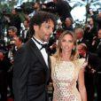 Tomer Sisley et sa girlfriend Agathe de la Fontaine officialisent pendant la montée des marches du film Inside Llewyn Davis lors du 66e festival du film de Cannes, le 19 mai 2013.