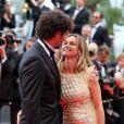 Tomer Sisley et sa nouvelle compagne Agathe de la Fontaine tendres amoureux pendant la montée des marches du film Inside Llewyn Davis lors du 66e festival du film de Cannes, le 19 mai 2013.