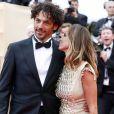 Tomer Sisley et Agathe de la Fontaine lors de la montée des marches du film Inside Llewyn Davis lors du 66e festival du film de Cannes, le 19 mai 2013.