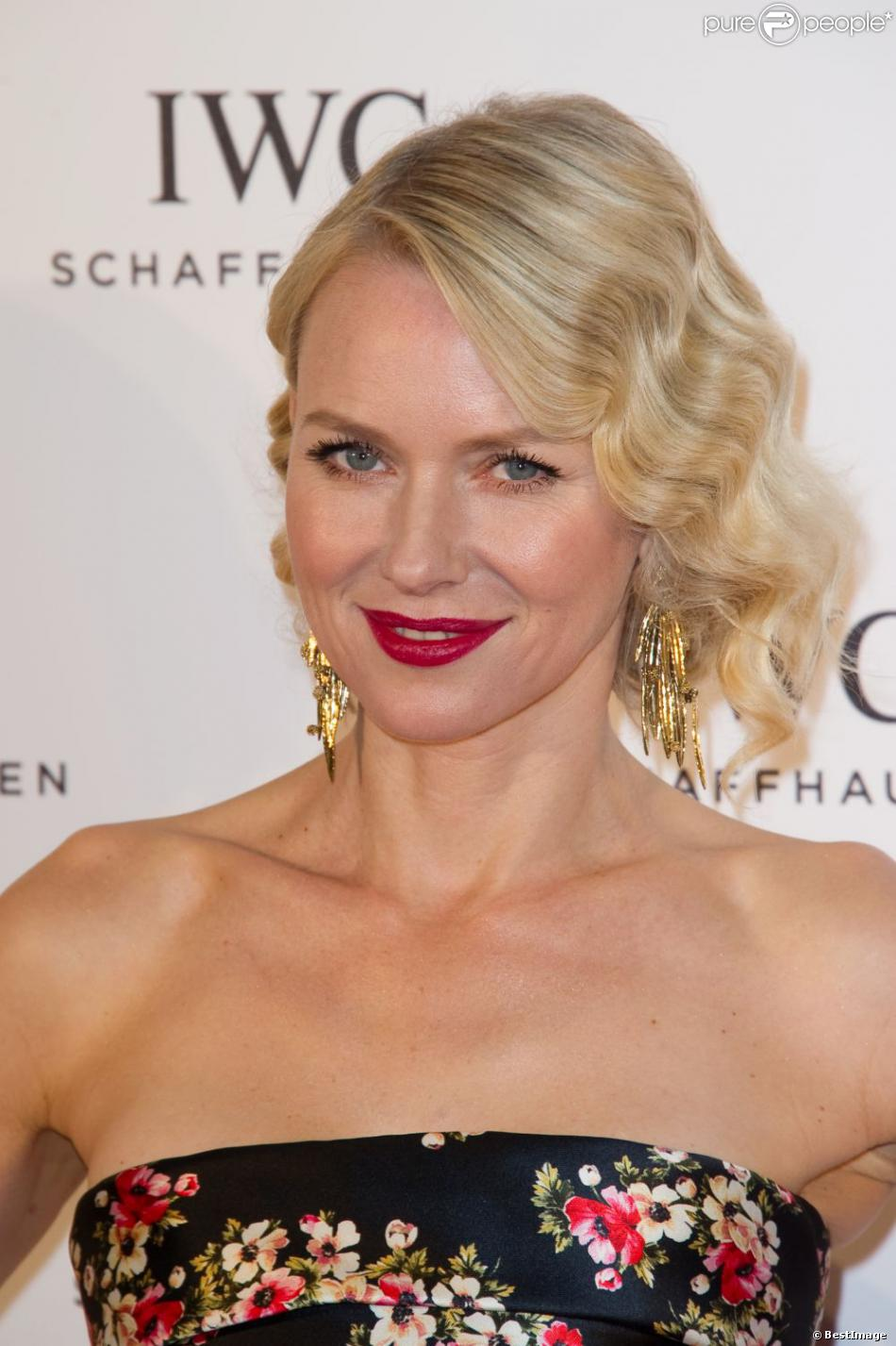 naomi watts en ic ne glamour la soir e iwc for the love of cinema l 39 h tel eden roc au cap d. Black Bedroom Furniture Sets. Home Design Ideas