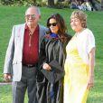 Eva Longoria en compagnie de ses parents Enrique Longoria Jr. et Ella Eva Mireles lors de la cérémonie de reprise de diplôme de son  Master's Degree  à la California State University à Northridge en Californie, le 22 mai 2013.