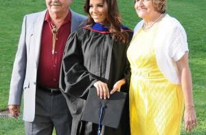 Eva Longoria : Reine du glamour et jeune diplômée, la fierté de ses parents