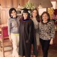 Eva Longoria prend la pose avec ses cousines lors de la cérémonie de remise de diplôme à la California State University à Northridge en Californie, le 22 mai 2013.