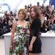 Léa Seydoux, Adèle Exarchopoulos chic et charmantes au photocall du film La vie d'Adéle lors du 66e Festival de Cannes le 23 mai 2013.