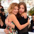 Léa Seydoux et Adèle Exarchopoulos pendant le photocall du film La vie d'Adéle lors du 66e Festival de Cannes le 23 mai 2013.