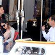 Eric Besson et sa femme Yasmine se promenant sur la Croisette en plein Festival de Cannes le 23 mai 2013. Ils font escale sur un yacht luxueux