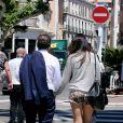 Eric Besson et sa femme Yasmine se promenant sur la Croisette en plein Festival de Cannes le 23 mai 2013