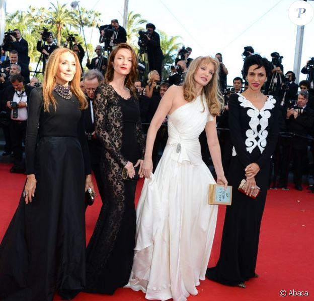 """Marisa Berenson, Audrey Marnay, Arielle Dombasle et Farida Khelfa - Montée des marches du film """"Nebraska"""" du réalisateur Alexander Payne, présenté en compétition, lors du 66e Festival de Cannes, le 23 mai 2013."""