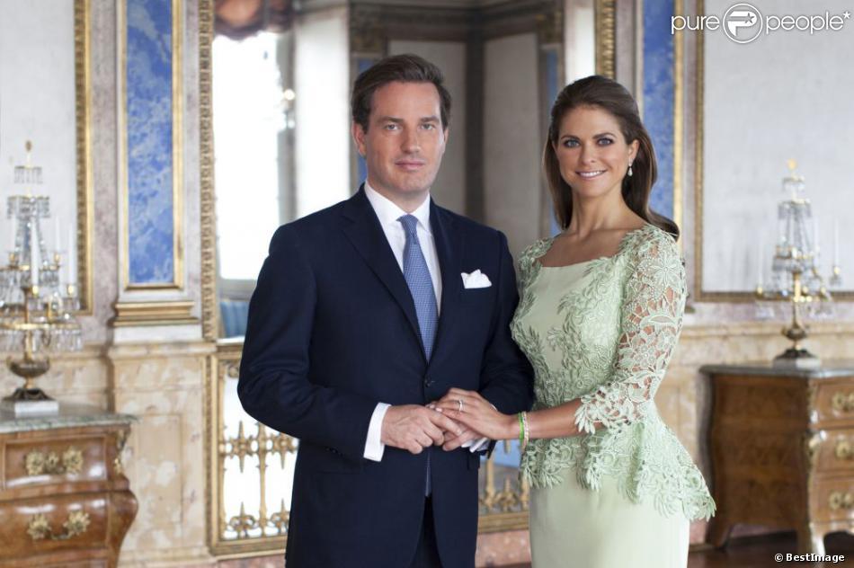 La princesse Madeleine de Suède pose officiellement au côté de son fiancé Christopher O'Neill, le 21 mai 2013.