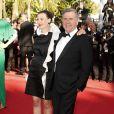 Daniel Auteuil et sa bien-aimée Aude Ambroggi lors de la montée des marches du film La Vénus à la fourrure au Festival de Cannes le 25 mai 2013