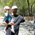 Kevin Federline montre les animaux à sa petite Jordan au zoo, pour la première fois, à Los Angeles, le 29 mai 2013