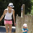 Victoria Prince s'occupe de sa fille Jordan au zoo à Los Angeles, le 29 mai 2013