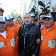 Bernard Lavilliers et les ouvriers de l'usine d'Arcelor Mittal de Florange à Paris le 6 avril 2012