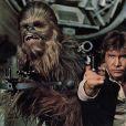 Han Solo joué par Harrison Ford au côté de Chewbacca.