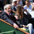 Jean Rochefort, sa fille Clémence et Elie Chouraqui lors du quart de finale entre Jo-Wilfried Tsonga et Roger Federer (7-5, 6-3, 6-3) le 4 juin 2013 à Roland-Garros