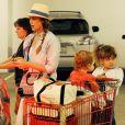Jessica Alba en famille dans les rues de Los Angeles en mai 2013