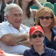 Dominique Strauss Kahn et sa compagne Myriam L'Aouffir pendant la finale dames à Roland-Garros le 8 juin 2013.