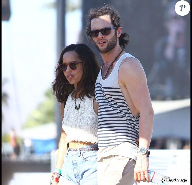 Penn Badgley et la belle Zoë Kravitz, amoureux et en phase, au Festival de Coachella à Indio le 22 avril 2012