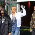 Rihanna, surprise à la sortie de son hôtel quelques heures avant son concert, porte un bomber Trapstar, une salopette Big Star USA et des souliers Manolo Blahnik. Manchester, le 12 juin 2013.
