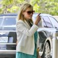 Reese Witherspoon va faire du shopping à Beverly Hills, le 12 juin 2013.