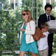 Reese Witherspoon et son fils Deacon au Century City Plaza, de Los Angeles, le 12 juin 2013.