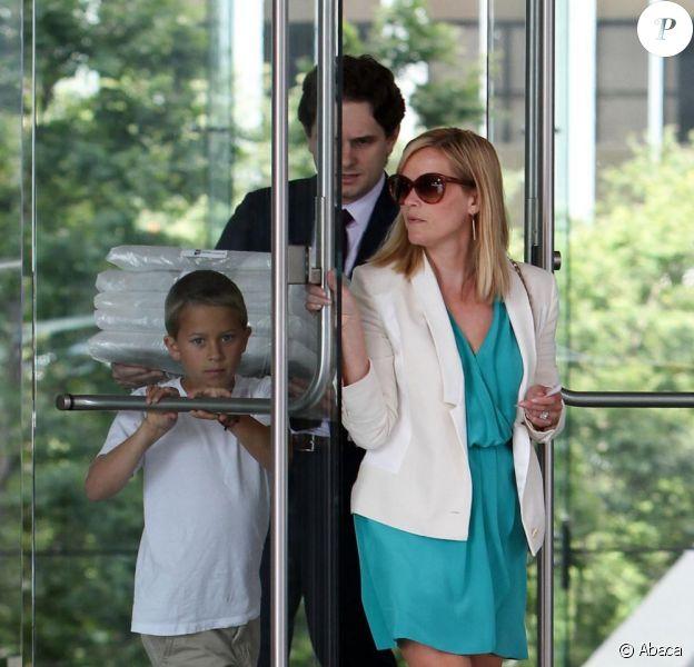 Reese Witherspoon et son fils Deacon au Century City Plaza à Los Angeles, le 12 juin 2013.